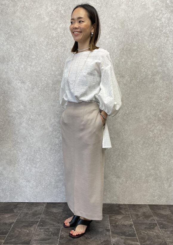 アイレット刺繍ボリューム袖ブラウス
